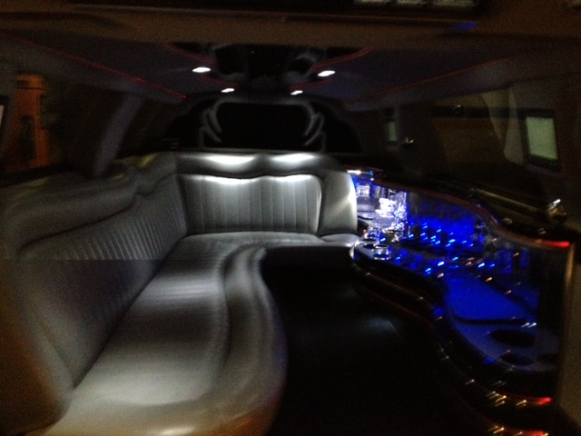 Wedding anniversary events rent limo for Interieur voiture de luxe